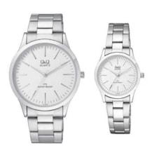 ساعت مچی عقربه ای ست مردانه زنانه کیو اند کیو مدل c212j201y به همراه دستمال مخصوص برند کلین واچ